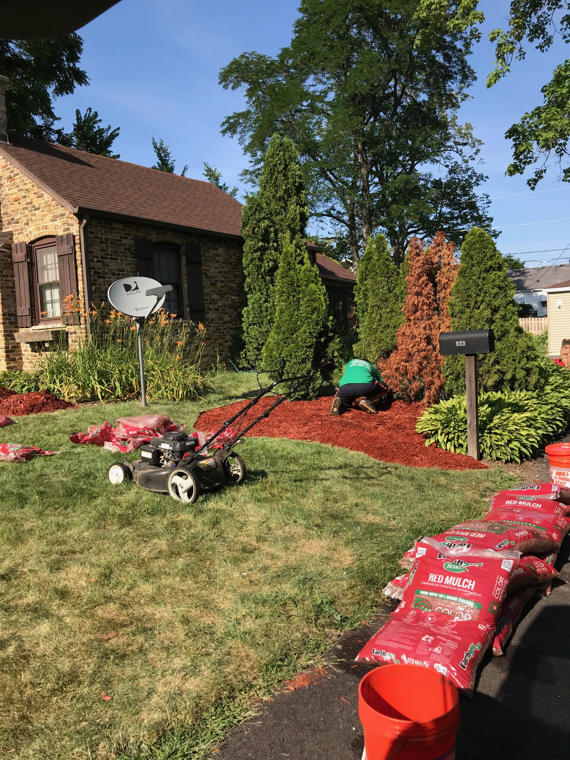 laying mulch in arlington heights